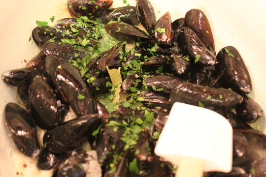 Mussels in Garlic Butter and White Wine